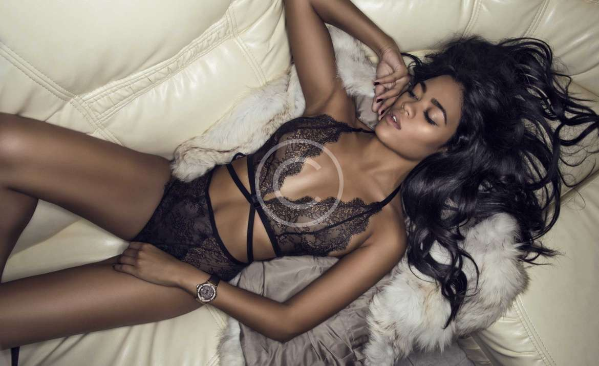 Lingerie Supports Fashion Targets Breast Cancer